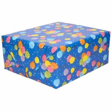 1x inpakpapier/cadeaupapier blauw gekleurde ballonnen 200 x 70 cm op rol