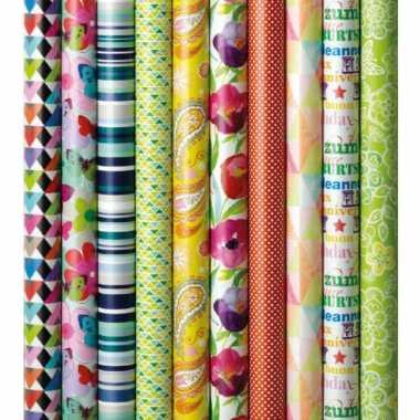 1x inpakpapier/cadeaupapier met gekleurde bloemen en vlinders 200 x 70 cm rol