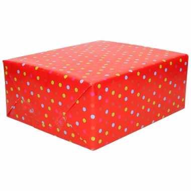 1x inpakpapier/cadeaupapier rood met gekleurde stippen 200 x 70 cm