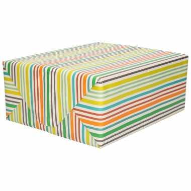 1x inpakpapier/cadeaupapier wit met gekleurde strepen motief 200 x 70 cm rol