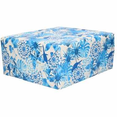1x rollen inpakpapier/cadeaupapier dubbelzijdig blauwe bloemen print 200 x 70 cm