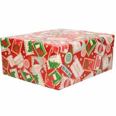 1x rollen kerst cadeaupapier/inpakpapier rood met postzegels 200 x 70 cm