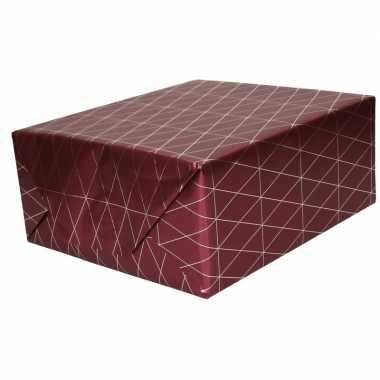 2x inpakpapier/cadeaupapier bordeauxrood/goud print 150 x 70 cm