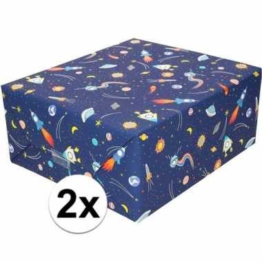 2x inpakpapier/cadeaupapier donkerblauw raketten 200 x 70 cm rol