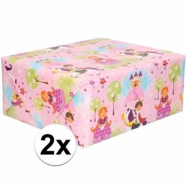 2x inpakpapier/cadeaupapier roze met prinsessenprint 200 x 70 cm