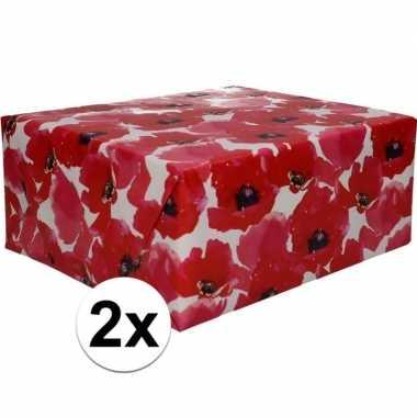 2x inpakpapier met rode bloemen 200 x 70 cm op rol type 5