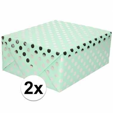 2x mintgroene inpakpapier/cadeaupapier zilveren stip 200 x 70