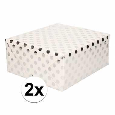 2x wit folie inpakpapier/cadeaupapier zilveren stip 200 x 70 cm