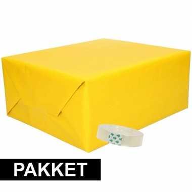 3x inpakpapier geel met rolletje plakband