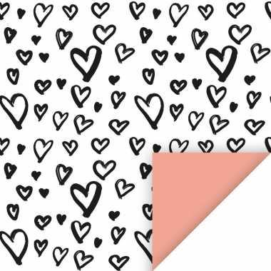 Inpakpapier/cadeaupapier hartjes 200 x 70 cm wit/zwart/roze