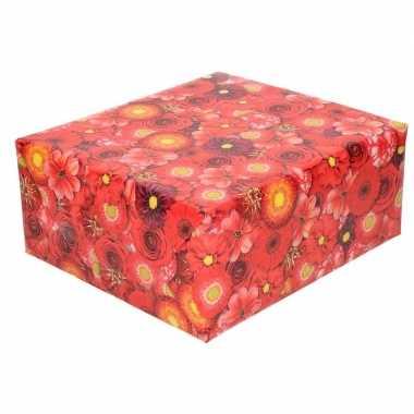Inpakpapier/cadeaupapier rood met bloemen print 200 x 70 cm