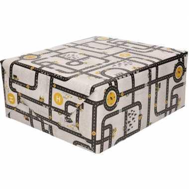 Inpakpapier/cadeaupapier wegen speelkleed 200 x 70 cm grijs/geel