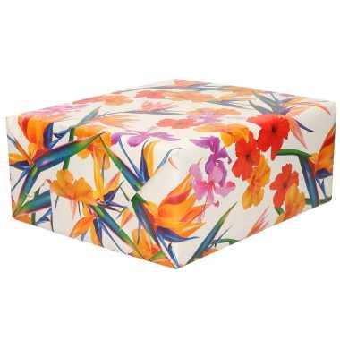 Inpakpapier/cadeaupapier wit gekleurde bloemen 200 x 70 cm