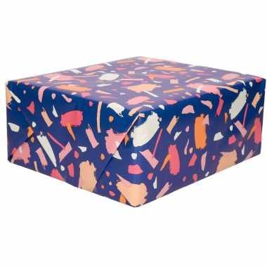 Rollen inpakpapier/cadeaupapier donkerblauw met roze verfvlekken desi