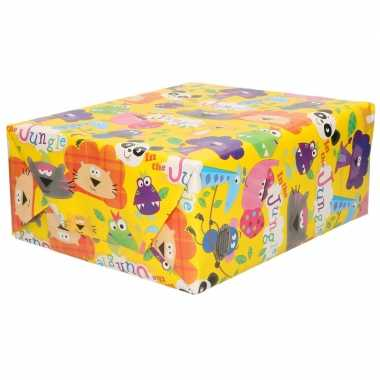 Rollen inpakpapier/cadeaupapier geel met jungle figuren 200 x 70 cm