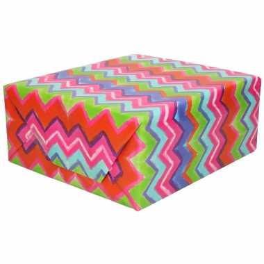 Rollen inpakpapier/cadeaupapier gekleurde strepen zigzag print 200 x