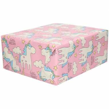 Rollen inpakpapier/cadeaupapier roze met eenhoorn figuren 200 x 70 cm