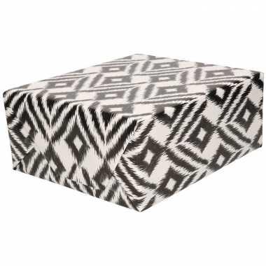 Rollen inpakpapier/cadeaupapier wit met zwarte ruiten design 200 x 70
