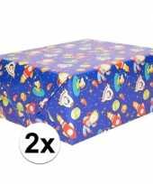 2x inpakpapier cadeaupapier blauw ruimte thema 200 x 70cm op rol
