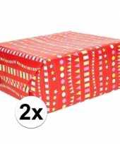 2x inpakpapier cadeaupapier rood met vlaggenlijn 200 x 70 cm rol
