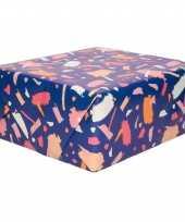 Rollen inpakpapier cadeaupapier donkerblauw met roze verfvlekken design 200 x 70 cm op rol