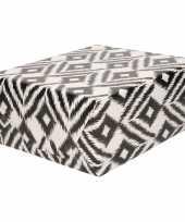 Rollen inpakpapier cadeaupapier wit met zwarte ruiten design 200 x 70 cm
